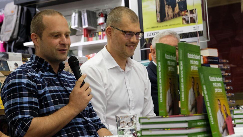 Milan Studnička aTomáš Rychnovský nakřtu knihy Každá bolest má svou příčinu